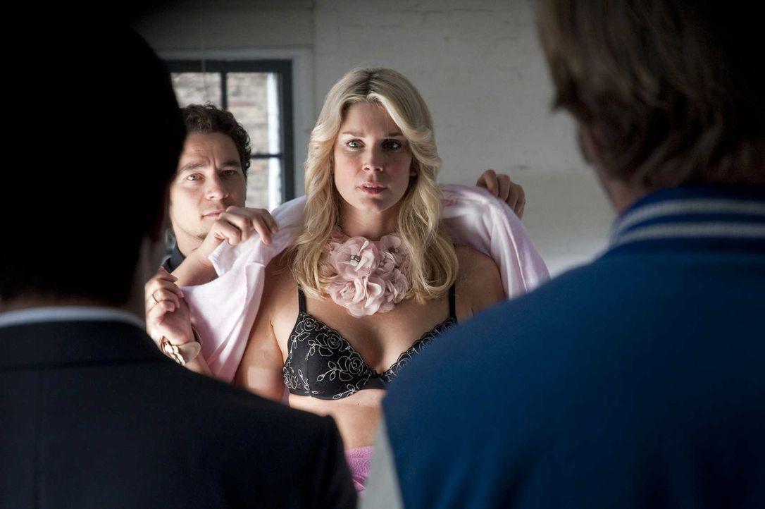 Nadja Saizewa (Claudelle Deckert) ist mehr an ihrer Karriere interessiert als an der Aufklärung des Mordes ihres Exfreundes ... - Bildquelle: SAT.1