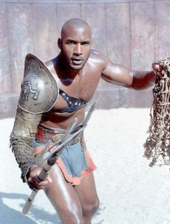 Eines Tages muss Spartacus gegen den Äthiopier Draba (Henry Simmons) antreten. Als er schon besiegt scheint, weigert sich Draba jedoch, Spartacus zu... - Bildquelle: USA Network Pictures