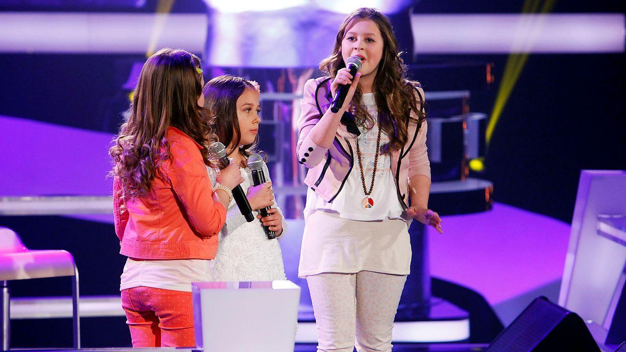 The-Voice-Kids-epi05-NicoleAulonaLisa-1-SAT1-Richard-Huebner - Bildquelle: SAT.1/Richard Hübner