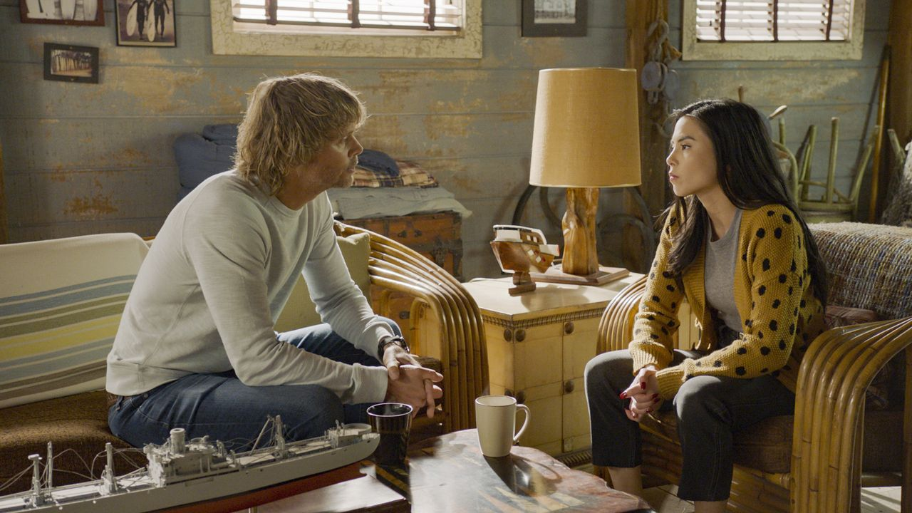 Marty Deeks (Eric Christian Olsen, l.); Rhea Moretti (Anna Akana, r.) - Bildquelle: 2020 CBS Broadcasting Inc. All Rights Reserved.