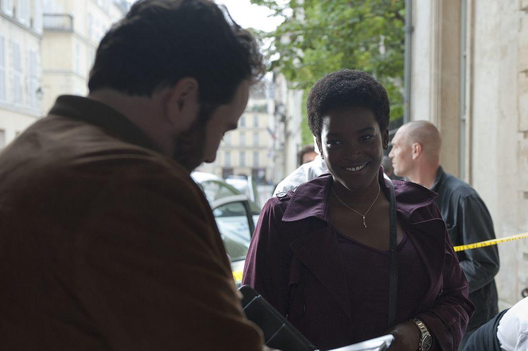 Patologin Angelique Alassane (Wunmi Mosaku, r,) und Ermittler Normand (Celyn Jones, l.) rätseln über ihren neuen Mordfall. Auch Inspektor Jo St-Cl... - Bildquelle: Stéphanie Dupont Atlantique Productions