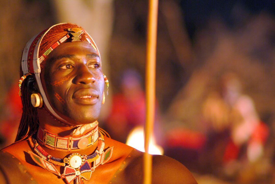 Lassen sich zwei so unterschiedliche Kulturen in einem Leben vereinen? Lemalian (Jacky Ido) ist stolzer Krieger der Samburu, die Kultur seines Volke... - Bildquelle: Constantin Film Produktion GmbH
