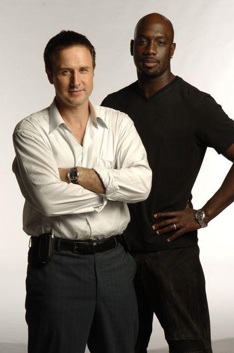 Ein Wettlauf mit der Zeit beginnt für Mike Bookman (David Arquette, l.) und Douglas Campbell (Richard T. Jones, r.) ... - Bildquelle: CBS International Television