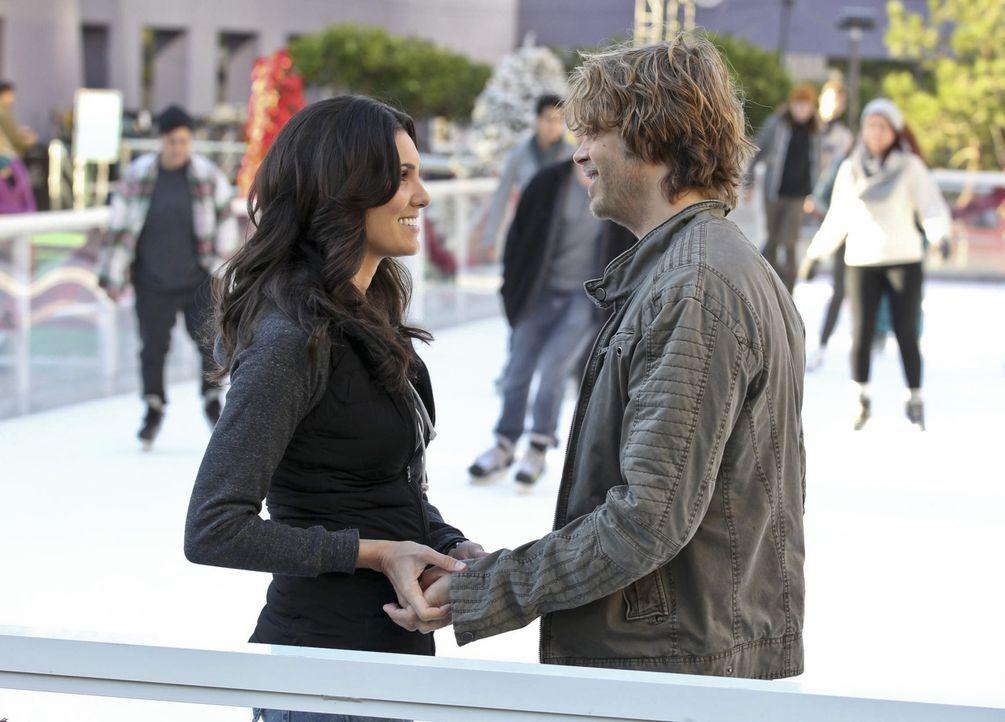 Endlich haben sie es geschafft: Deeks (Eric Christian Olsen, r.) und Kensi (Daniela Ruah, l.) gestehen sich ihre Liebe ... - Bildquelle: CBS Studios Inc. All Rights Reserved.