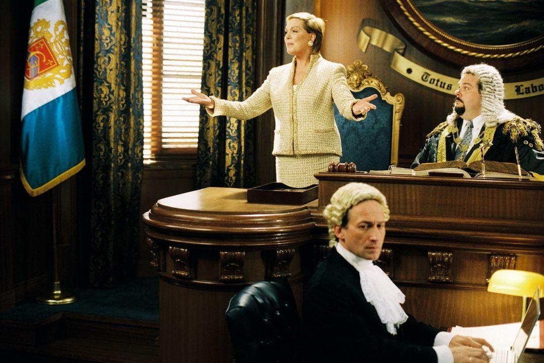 Verzweifelt kämpft Königin Clarisse Renaldi (Julie Andrews, l.) darum, dass das Parlament ein Gesetz erlässt, dass es einer unverheirateten Prinz... - Bildquelle: Disney Enterprises, Inc. All rights reserved
