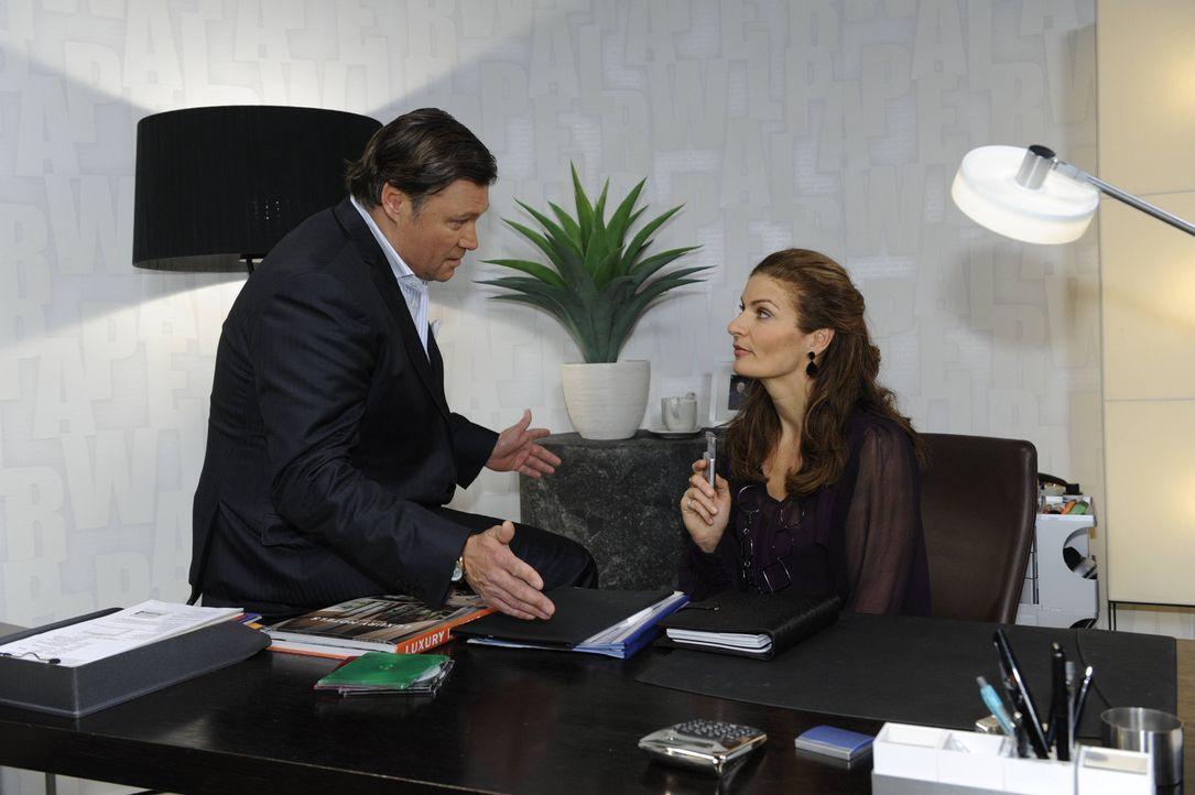 Natascha (Franziska Matthus, r.) versucht Richard (Robert Jarczyk, l.) zu überzeugen, David an den Kimmo-Fall zu setzten ... - Bildquelle: SAT.1