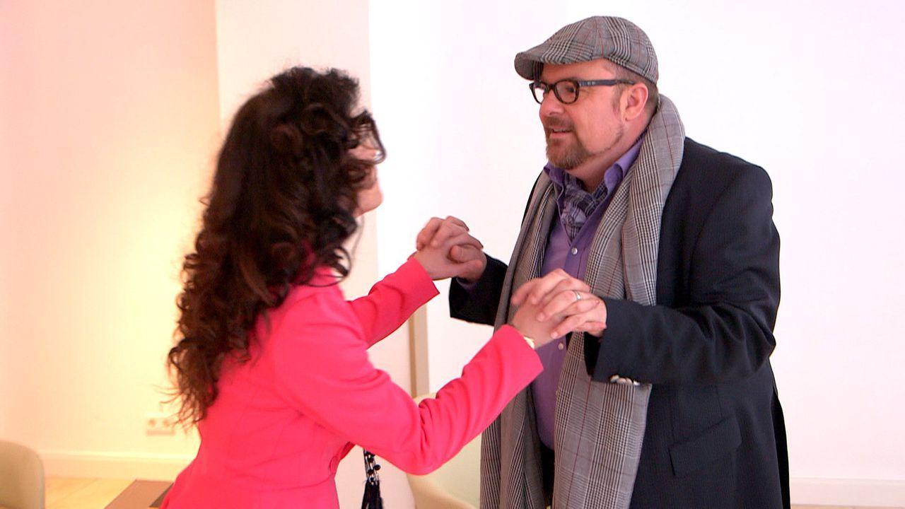 Olaf (r.) versucht den Konkurrenzkampf zwischen Francesca (l.) und Niki zu beenden. Doch wird es ihm gelingen? - Bildquelle: SAT.1