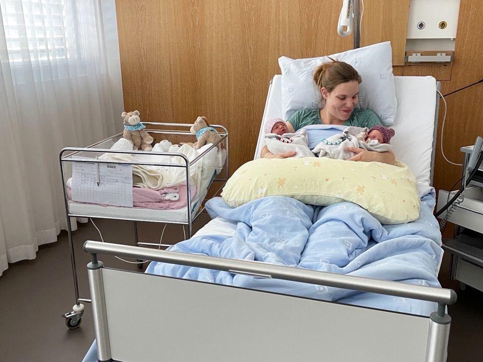 Bei Jasmin ist es so weit, die Zwillinge kommen zur Welt. Kann sie natürlich... - Bildquelle: SAT.1 Schweiz