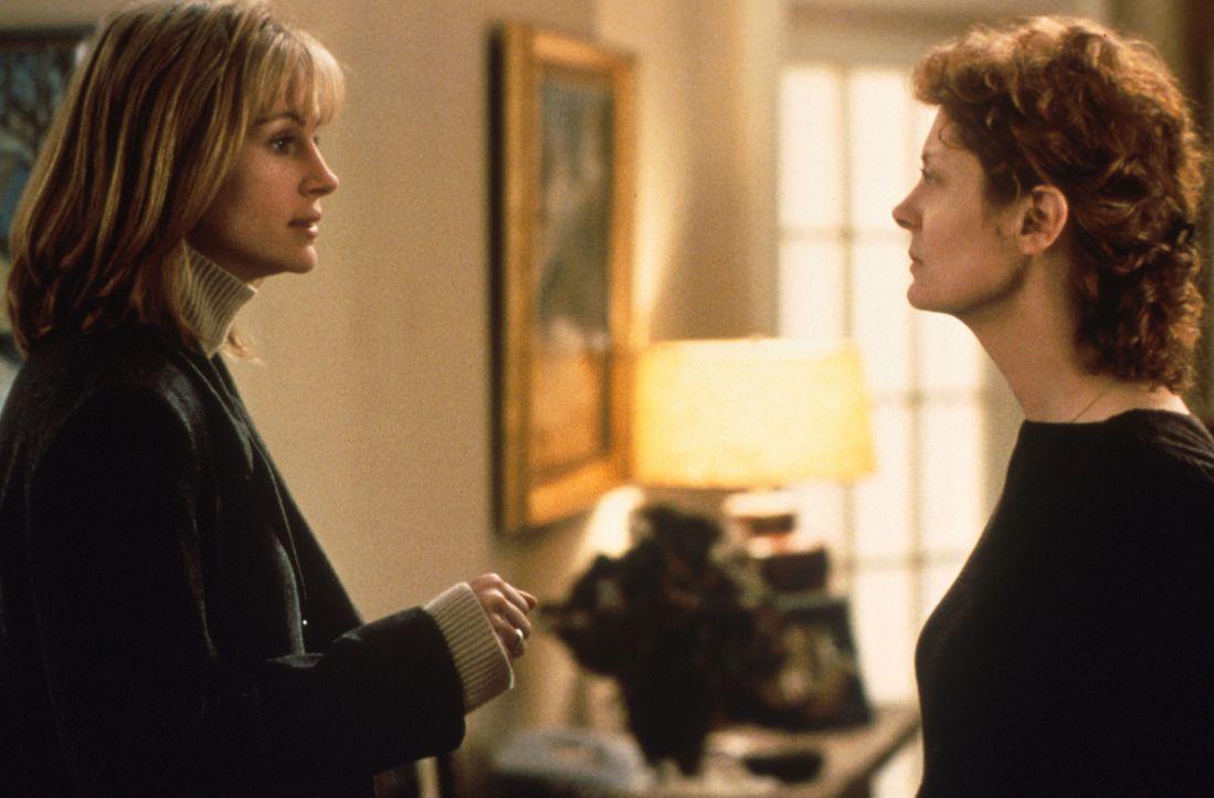 Erst als Jackie (Susan Sarandon, r.) unheilbar an Krebs erkrankt, begreifen die beiden Frauen, dass Jackie die Vergangenheit und Isabel (Julia Rober... - Bildquelle: Columbia Pictures