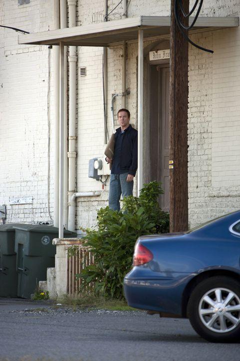 Heimlich versucht Brody (Damian Lewis), das gefährliche Paket mit nach Hause zu bringen ... - Bildquelle: 20th Century Fox International Television