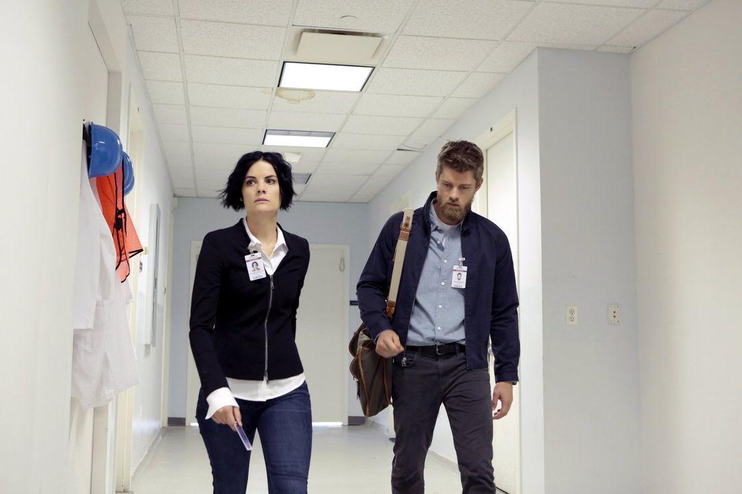 Jane (Jaimie Alexander, l.) muss sich zusammen mit Roman (Luke Mitchell, r.) auf eine überaus wichtige Sandstorm-Mission begeben. Als ihr Bruder imm... - Bildquelle: Warner Brothers