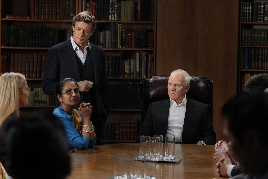 Als der Kopf einer Anti-Sektenorganisation getötet wird, trifft Patrick (Simon Baker, hinten l.) erneut auf seinen alten Feind, den Sektenführer B... - Bildquelle: Warner Bros. Television