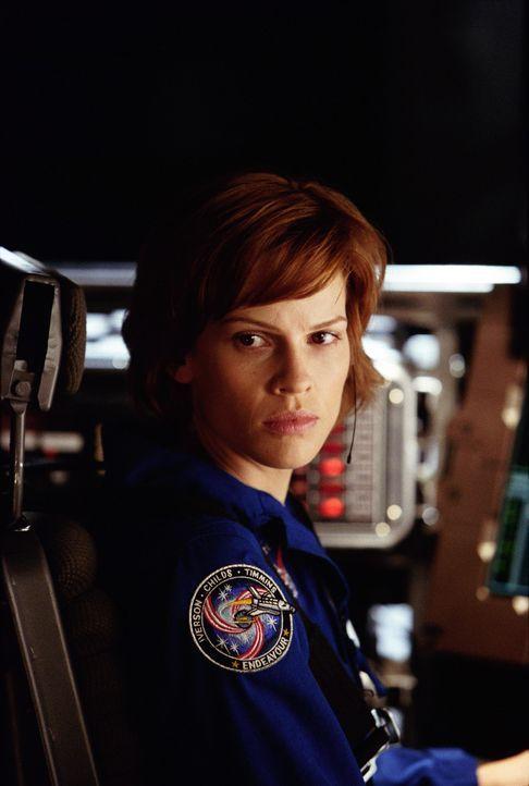 """In einem Jahr wird die Welt verglühen - es sei denn, Major Rebecca """"Beck"""" Childs (Hilary Swanks) gelingt es, das Magma im Erdkern wieder zur Zirkul... - Bildquelle: TM & Copyright   2003 by Paramount Pictures. All Rights Reserved."""
