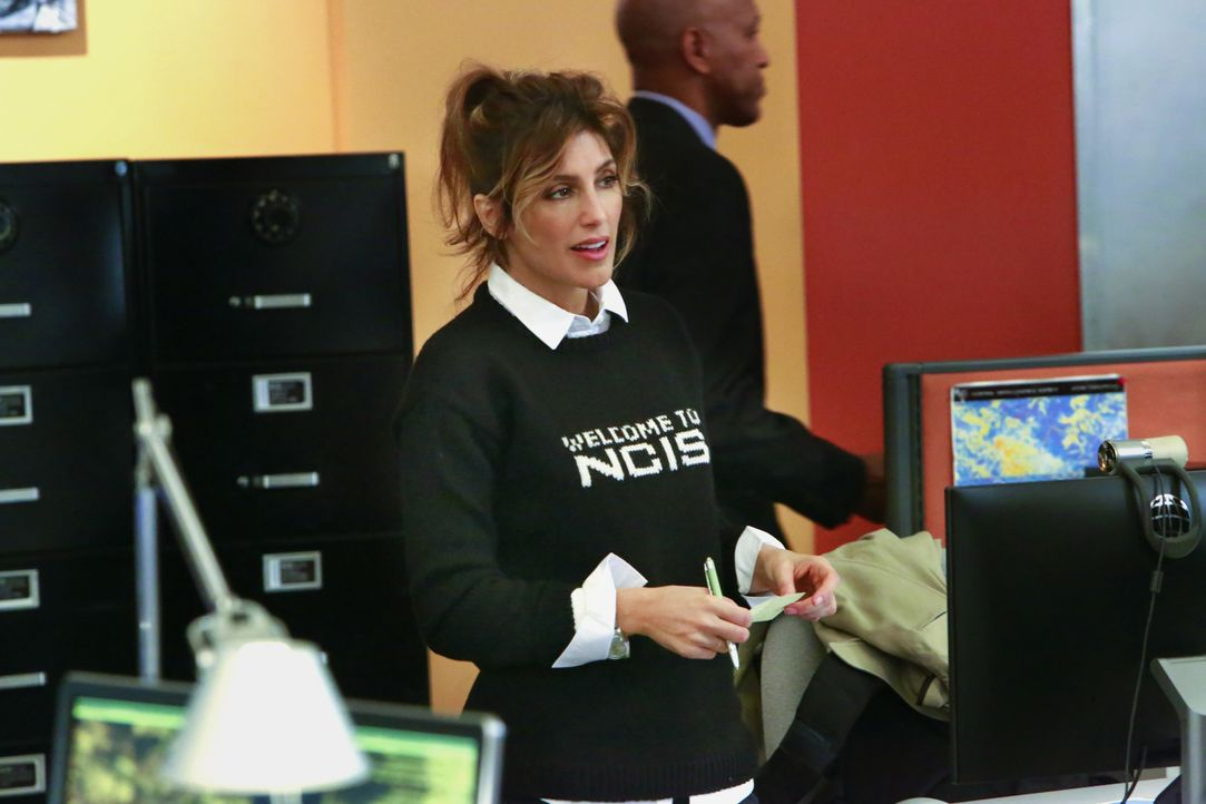 Quinn (Jennifer Esposito) ist wieder voll und ganz beim NCIS angekommen. Als die gekidnappte Unteroffizierin sich aus den Fängen ihres Entführers be... - Bildquelle: Bill Inoshita 2016 CBS Broadcasting, Inc. All Rights Reserved