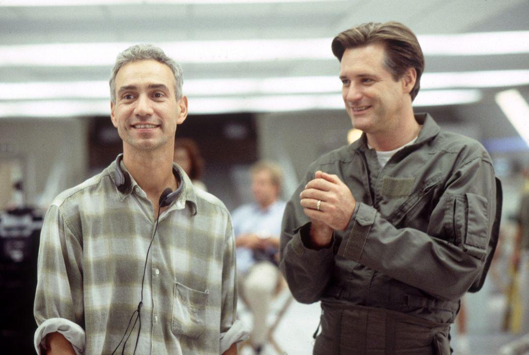 Roland Emmerich (l.); Bill Pullman (r.) - Bildquelle: 1996 Twentieth Century Fox Film Corporation.  All rights reserved.