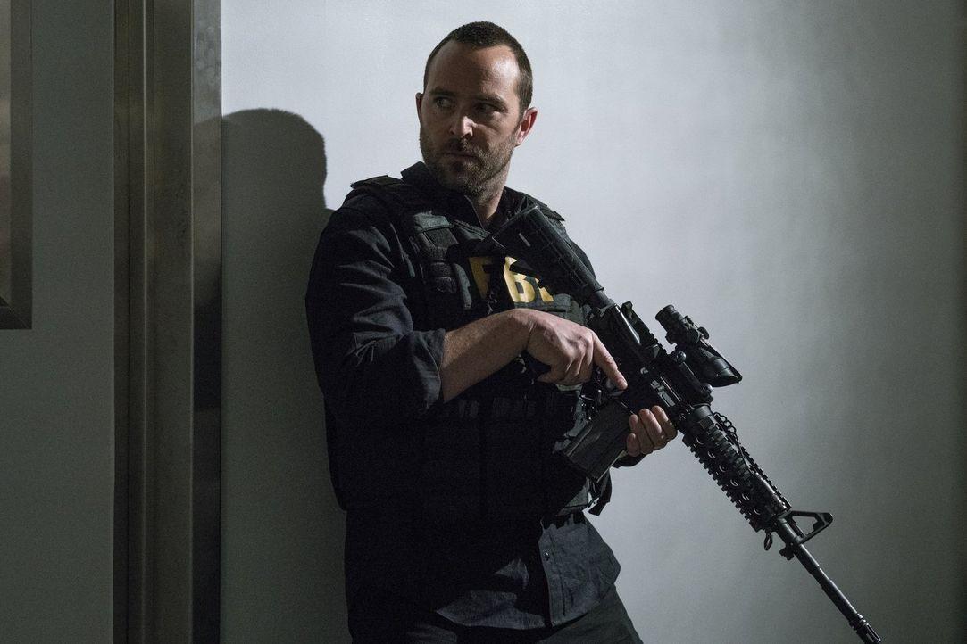 Die aktuelle Mission bringt Kurt (Sullivan Stapleton) in große Gefahr, dennoch setzt er alles daran, Sandstorm weiter auf die Spur zu kommen ... - Bildquelle: 2016 Warner Brothers