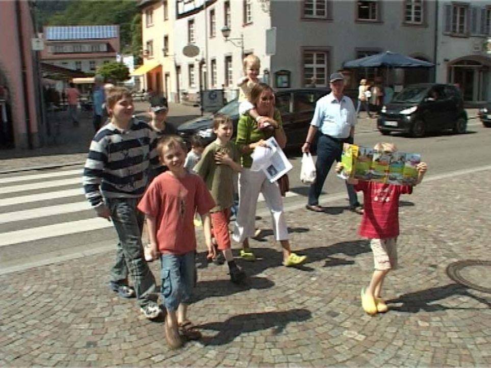 Familie Landwehr hat ein Problem: Sie haben acht Kinder (2 - 14 Jahre) und bald keine Wohnung mehr. Der Vermieter hat ihnen gekündigt und die Suche... - Bildquelle: Sat.1