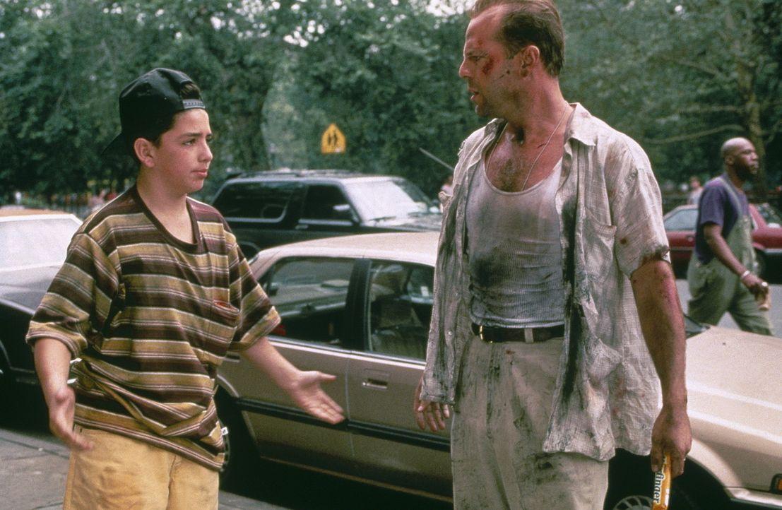 Der Polizist John McClane (Bruce Willis, r.) ist am Ende: Seine Frau hat ihn verlassen, er trinkt zu viel und ist eigentlich vom Dienst suspendiert.... - Bildquelle: 20th Century Fox