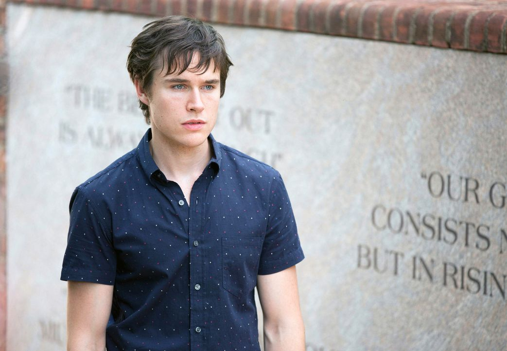 Ist Leo (Sam Underwood) ehrlich zu Dana? - Bildquelle: 2013 Twentieth Century Fox Film Corporation. All rights reserved.