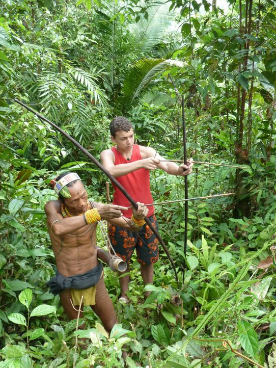 Wird der rebellische Jarvis (r.) tief im Indonesischen Dschungel und fernab der Zivilisation zur Vernunft kommen? - Bildquelle: SAT.1
