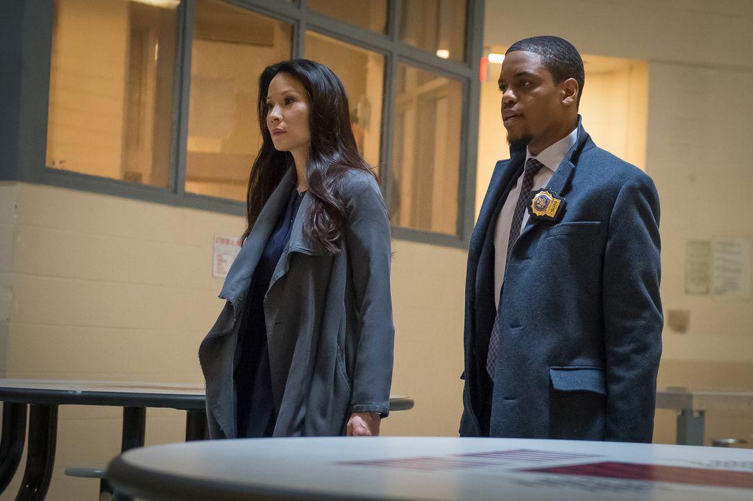 Müssen gemeinsam einen neuen Mordfall aufklären: Watson (Lucy Liu, l.) und Detective Bell (Jon Michael Hill, r.) ... - Bildquelle: CBS Television