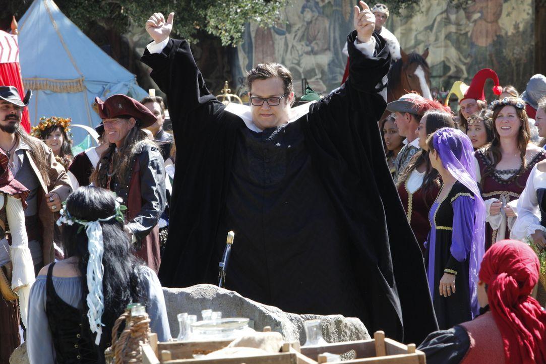 Noch glaubt Sylvester (Ari Stidham), dass er einen wunderbaren Geburtstag mit seinen Freunden auf dem Mittelalterfestival verleben wird und mögliche... - Bildquelle: Bill Inoshita 2017 CBS Broadcasting, Inc. All Rights Reserved.
