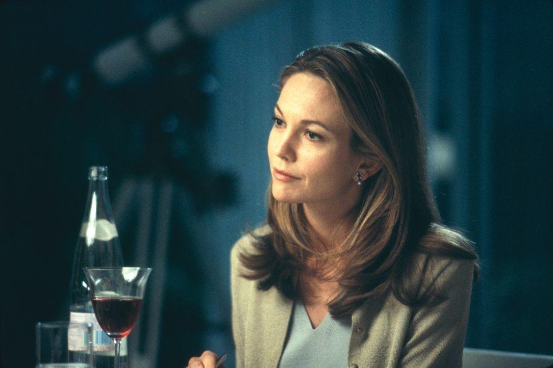 Mit übergroßer Fürsorge nimmt sich Erin (Diane Lane) ihrer Pflegekinder an. Doch schon bald treten erste Risse in der Fassade der heilen Welt zutage... - Bildquelle: 2003 Sony Pictures Television International. All Rights Reserved.