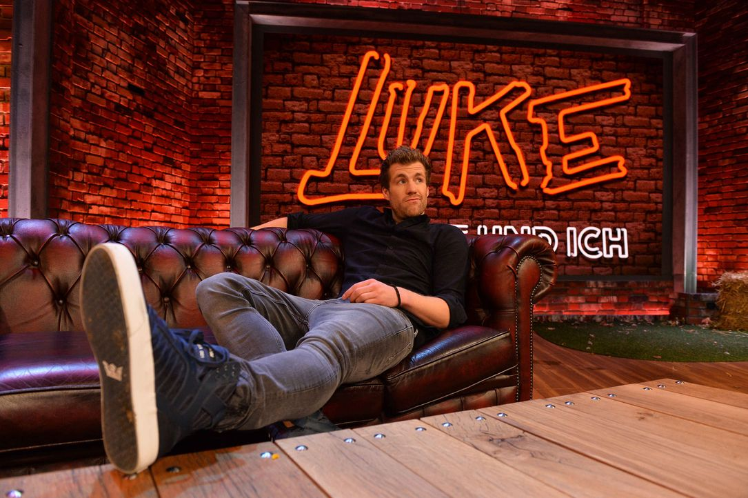 Ein ganz besonderer Jahresrückblick mit Luke Mockridge ... - Bildquelle: Willi Weber SAT.1