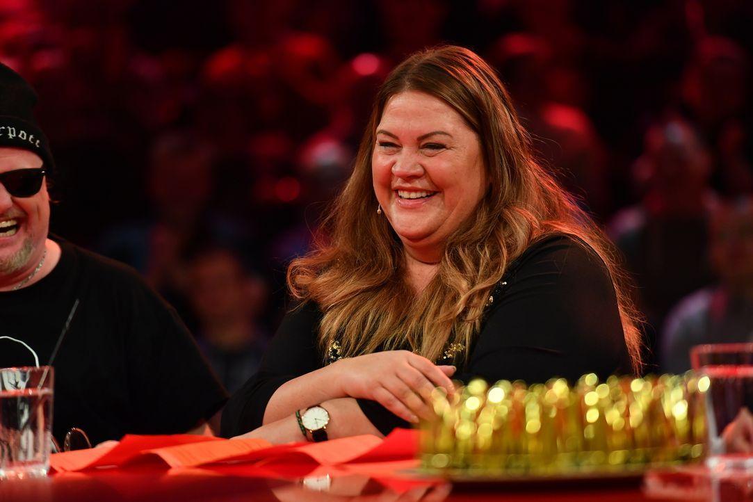 Auch sie kann das Lachen nicht zurückhalten: Ilka Bessin ... - Bildquelle: Willi Weber SAT.1