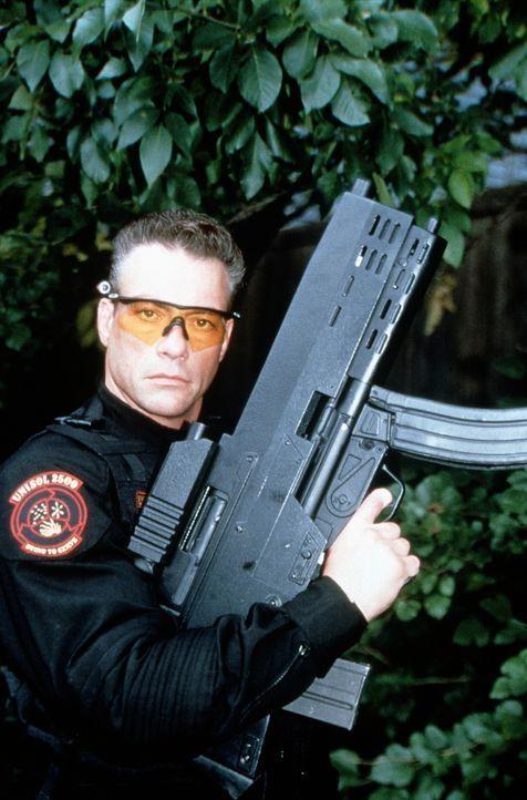 Der Einzige, der in der Lage ist, die Kriegsroboter zu stoppen: Luc Deveraux (Jean-Claude Van Damme) ... - Bildquelle: Columbia TriStar Film GmbH