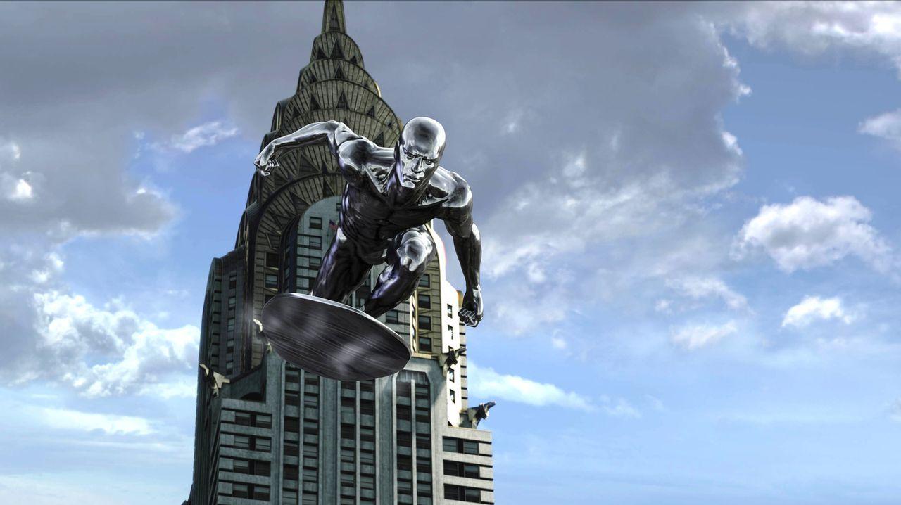 """Überall auf der Erde wird der """"Silver Surfer"""" (Doug Jones) gesichtet und versetzt die Menschen in Angst und Schrecken ... - Bildquelle: Twentieth Century Fox"""