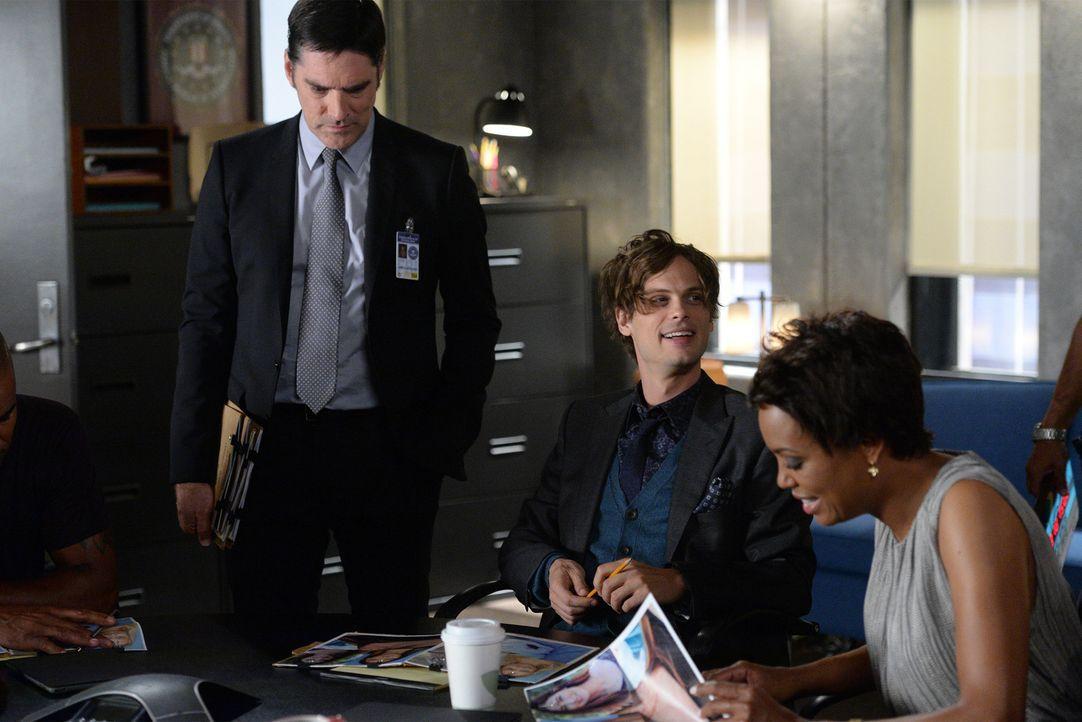 Ein neuer Fall wartet auf Tara (Aisha Tyler, r.), Reid (Matthew Gray, M.) und Hotch (Thomas Gibson, l.) ... - Bildquelle: Darren Michaels ABC Studios