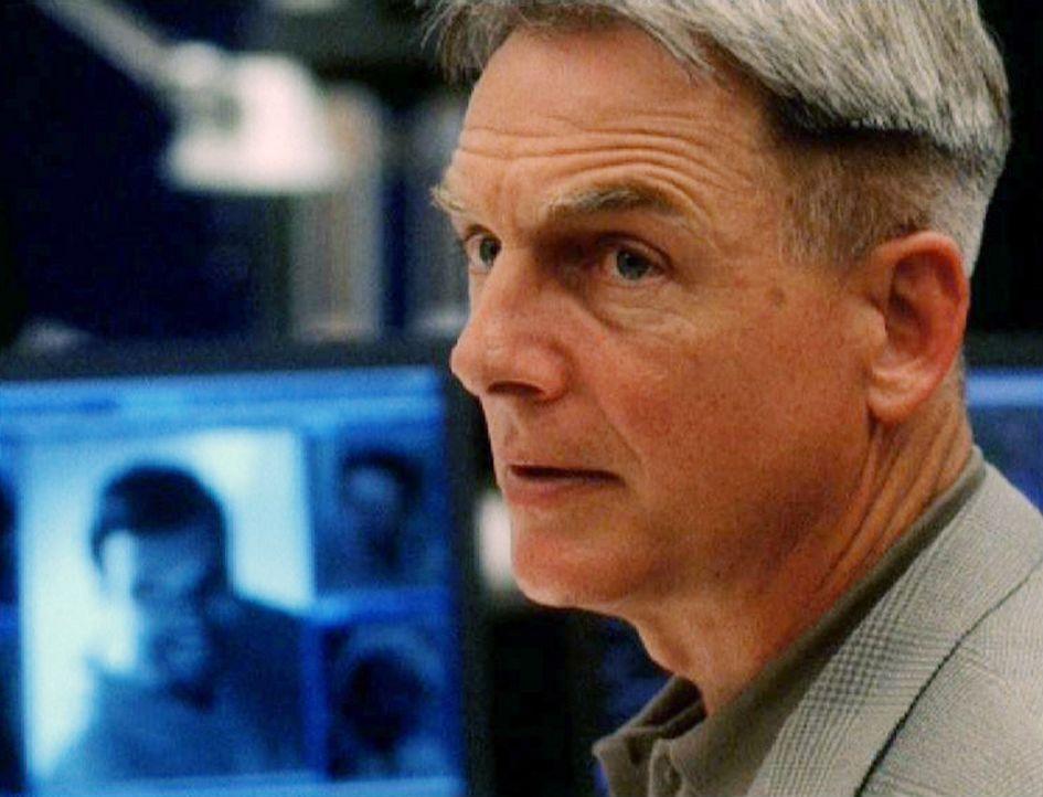 Das NCIS-Team um Special Agent Gibbs (Mark Harmon) findet heraus, dass Atlas vor seinem Verschwinden um sein Leben fürchtete, da bereits mehrere se... - Bildquelle: CBS Television
