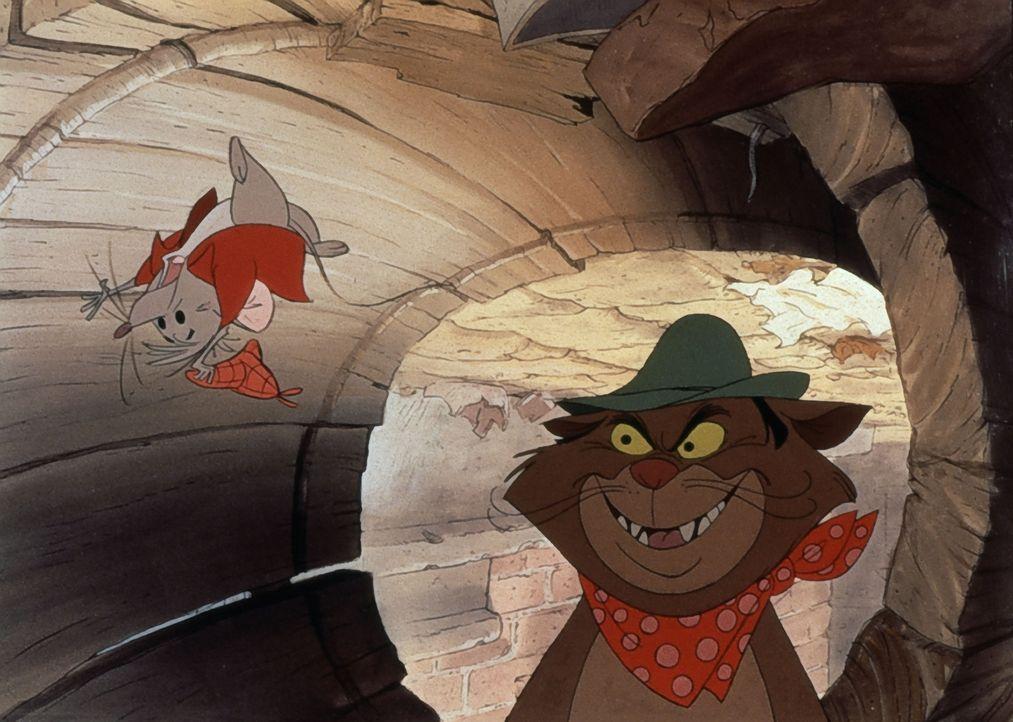 Der italienische Kater (r.) befriedigt seinen Jagdtrieb und der arme Roquefort (l.) muss um sein Leben bangen ... - Bildquelle: The Walt Disney Company.  All rights reserved