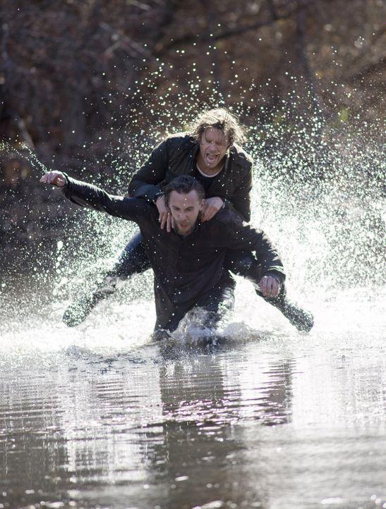Um einen Fall zu lösen und seine Kollegen zu retten, setzt Deeks (Eric Christian Olsen, oben) sein eigen Leben aufs Spiel. Doch wird er Oscar Willit... - Bildquelle: CBS Studios Inc. All Rights Reserved.