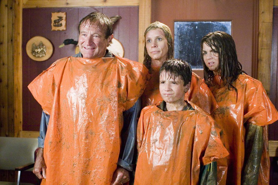 Das scheint wirklich ein Urlaub zu werden, den die Munro Familie (Robin Williams, l., Cheryl Hines, 2. v. l., Josh Hutcherson, 2. v. r., und Joanna... - Bildquelle: Sony Pictures Television International. All Rights Reserved.