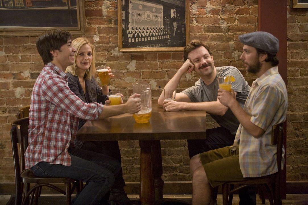 Als Erin (Drew Barrymore, 2.v.l.) für ein sechswöchiges Praktikum von San Francisco nach New York geht, lernt sich Garrett (Justin Long, l.), Box (J... - Bildquelle: 2010 Warner Bros.
