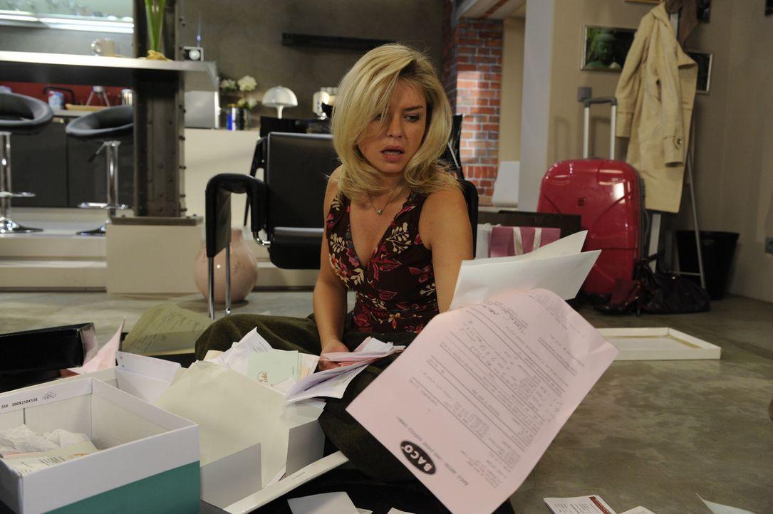 Katja (Karolina Lodyga) hat Enrique in Beschlag genommen und bittet ihn, sie in die Goldelse zu begleiten, wo sie ein wichtiges Schriftstück vermut... - Bildquelle: SAT.1
