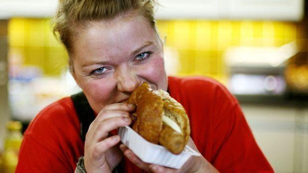 Der beliebte Fastfood-Klassiker kann auch aus dem Brötchen gegessen werden.