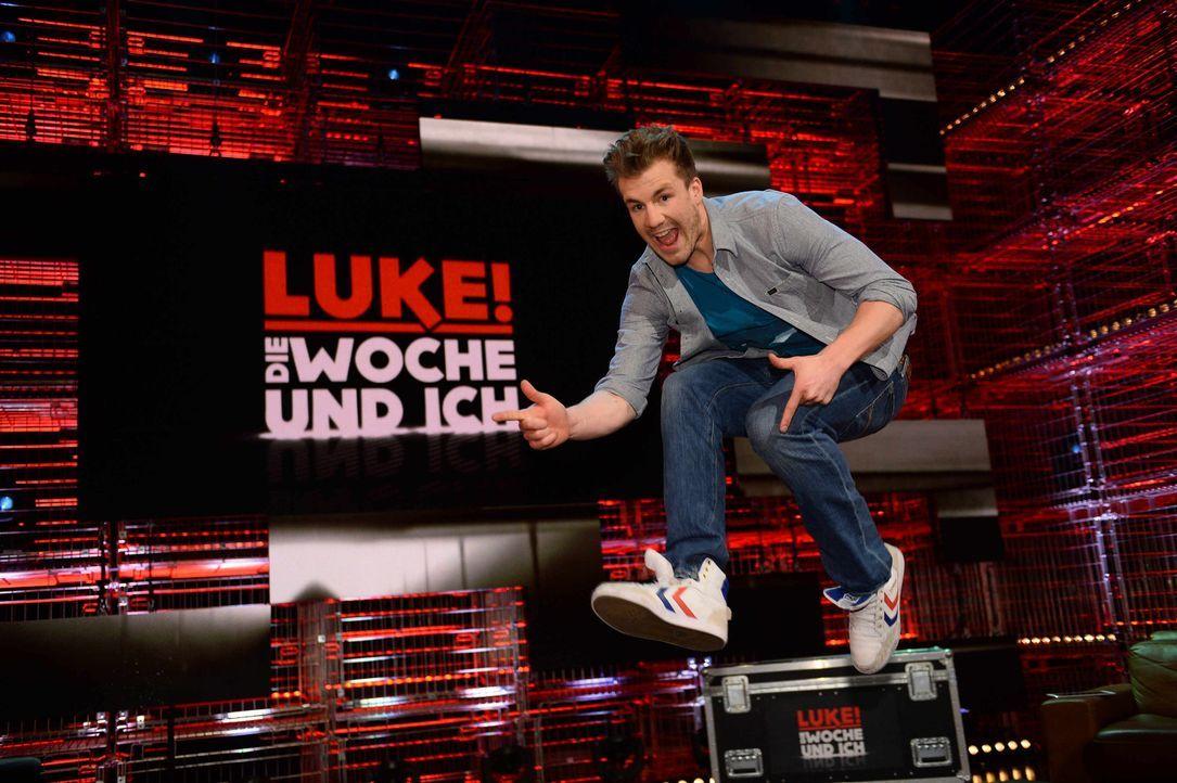 """In """"Luke! Die Woche und ich"""" präsentiert Luke Mockridge den etwas anderen Wochenrückblick ... - Bildquelle: Willi Weber SAT.1"""
