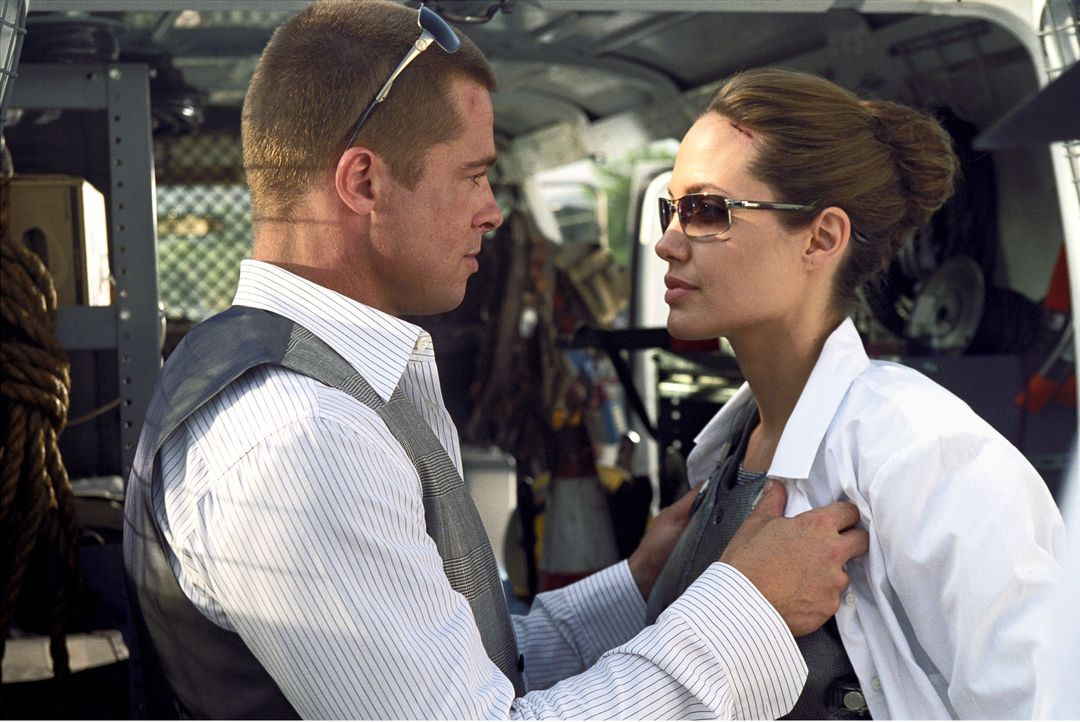 John Smith (Brad Pitt, l.); Jane Smith (Angelina Jolie, r.) - Bildquelle: Stephen Vaughn TM and © 2005 by Regency Entertainment (USA), Inc. and Monarchy Enterprises S.a.r.l. Not for sale or duplication. / Stephen Vaughn