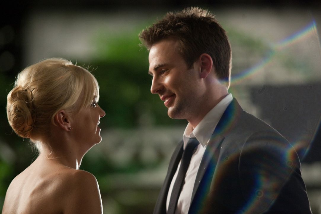 Haben sie ineinander die wahre Liebe gefunden? Ally (Anna Faris, l.) und Colin (Chris Evans, r.) ... - Bildquelle: Claire Folger 2010 Twentieth Century Fox Film Corporation. All rights reserved.