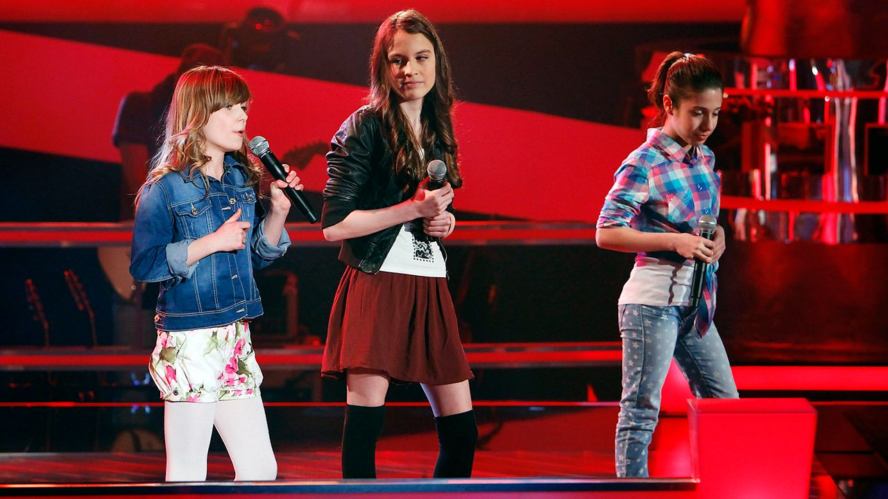 The-Voice-Kids-epi05-JulikaMicheleMarie-2-SAT1-Richard-Huebner - Bildquelle: SAT.1/Richard Hübner