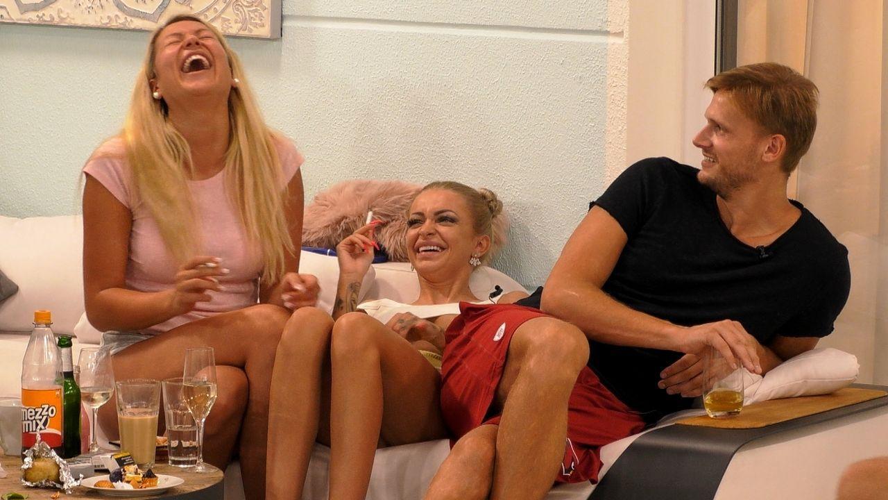 Chethrin, Katja und Pascal spielen Scharade