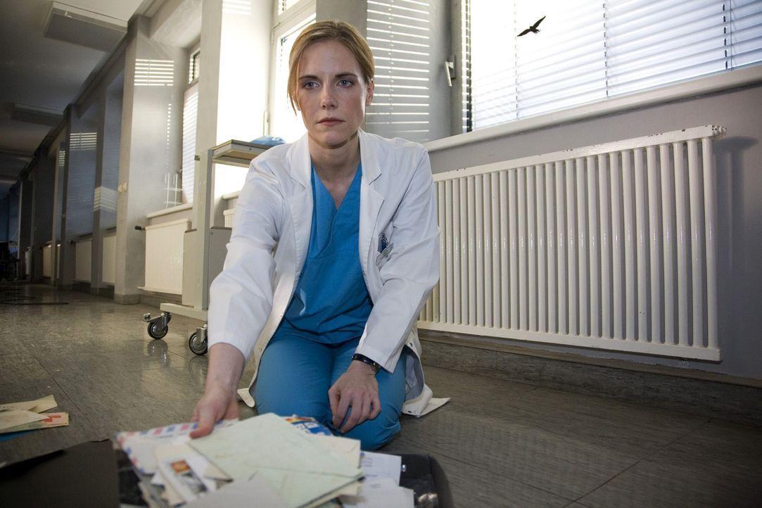 Nach dem Streit mit ihrer Zwillingsschwester Anna ist Luisa (Jana Voosen) niedergeschlagen ... - Bildquelle: Mosch Sat.1