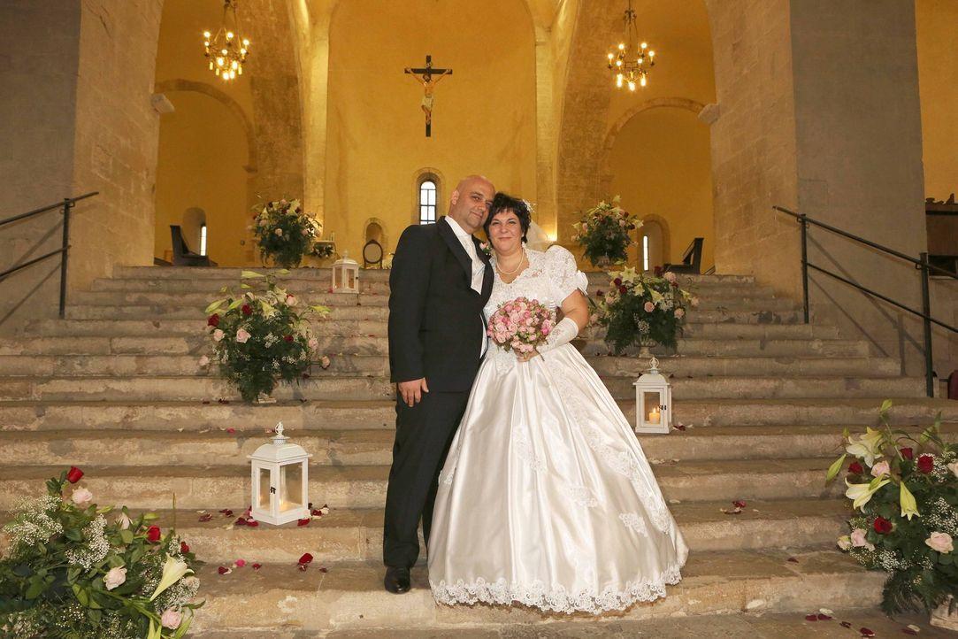 Genau wie früher: Kann Donatello (l.) seiner Frau Monika (r.) wirklich eine Hochzeit bieten, wie sie sie bereits vor Jahren erlebt haben? - Bildquelle: SAT.1