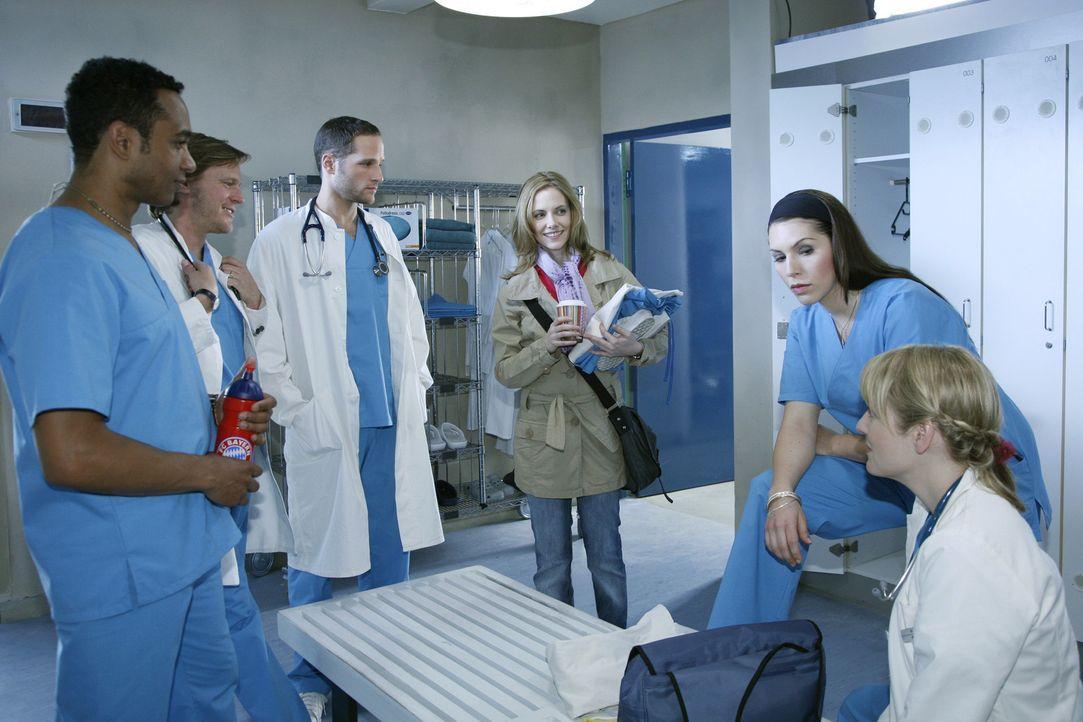 Mit der Ankunft von Luisa Keller (Jana Voosen, M.) ist das Team der Assistenzärzte komplett: v.l.n.r.: Dr. Solomon Mercier (Toks Körner), Christia... - Bildquelle: Mosch Sat.1