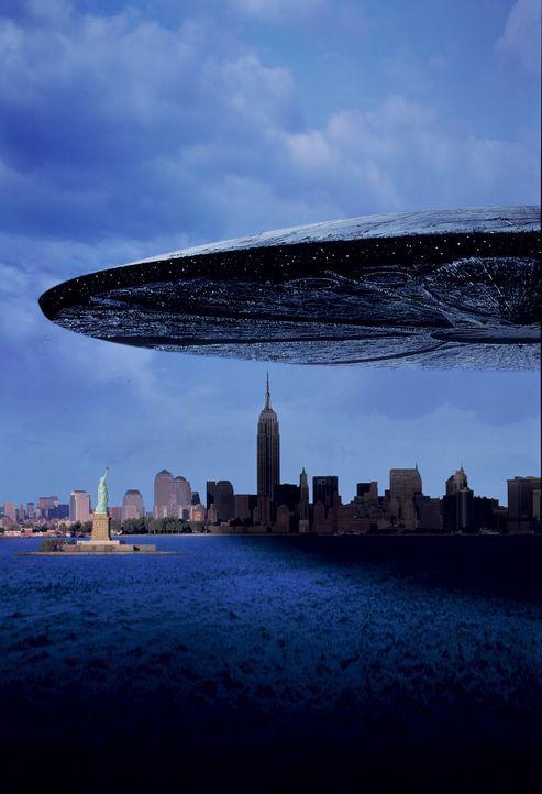 Attacke! Am Himmel über der Erde erscheinen gigantische Scheiben - außerirdische Raumschiffe. Weshalb sie hier sind und worauf sie warten weiß ke... - Bildquelle: 20th Century Fox Film Corporation