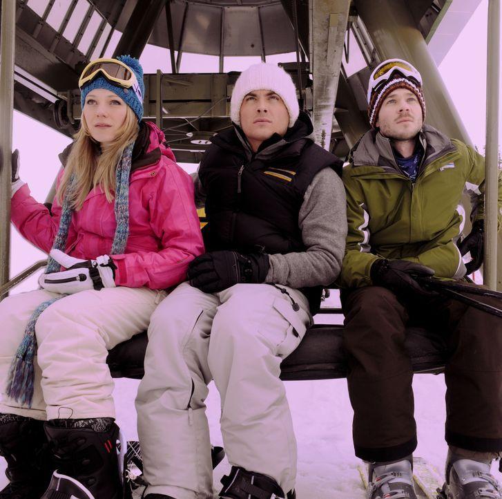 Ein Skitag entwickelt sich für Joe (Shawn Ashmore, r.), Dan (Kevin Zegers, M.) und Parker (Emma Bell, l.) zum Alptraum ihres Lebens, als sie im Skil... - Bildquelle: Fred Hayes Frostbite Features, Inc.