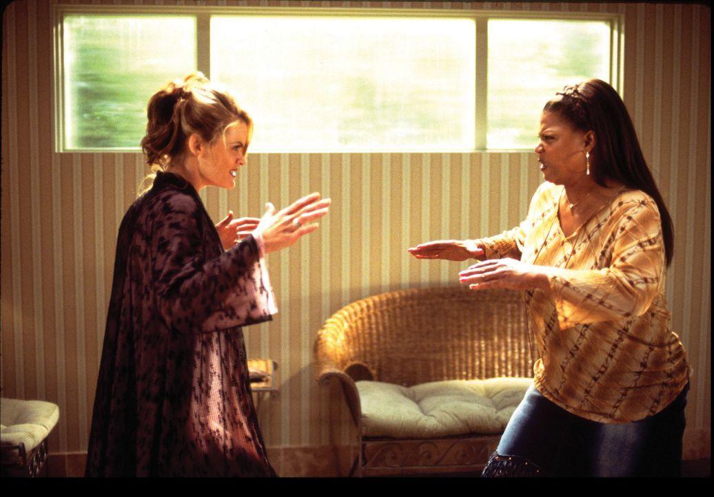 Als seine Ex-Schwägerin Ashley (Missi Pyle, l.) ihm immer stärker zusetzt, kann sich Peter glücklich schätzen, dass Charlene (Queen Latifah, r.)... - Bildquelle: Touchstone Pictures